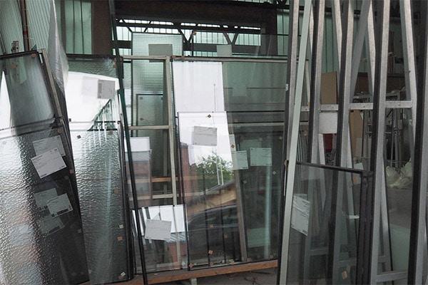 Ganz unterschiedliches Glas wird in der Werkstatt der Glaserei und Glashandel Müller GmbH verarbeitet.